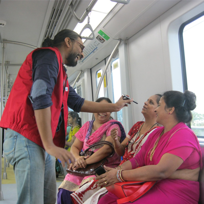 RJ Siddarth from 92.7 BIG FM engaged with listeners in Mumbai Metro