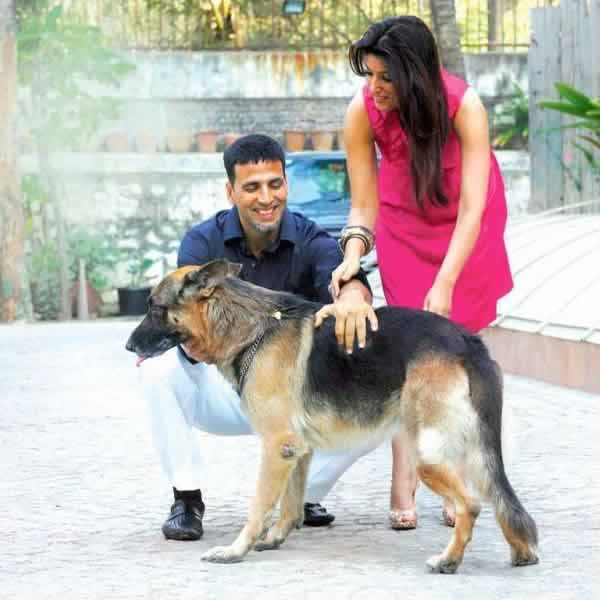 Akshay Kumar and wife Twinkle at their home