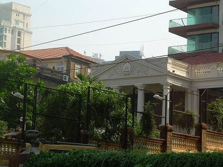 The outside view of SRK's home Mannat